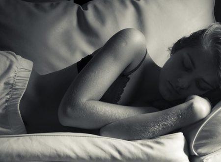 Se una persona dorme tanto, è triste.